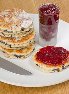 Welsh cakes with jam
